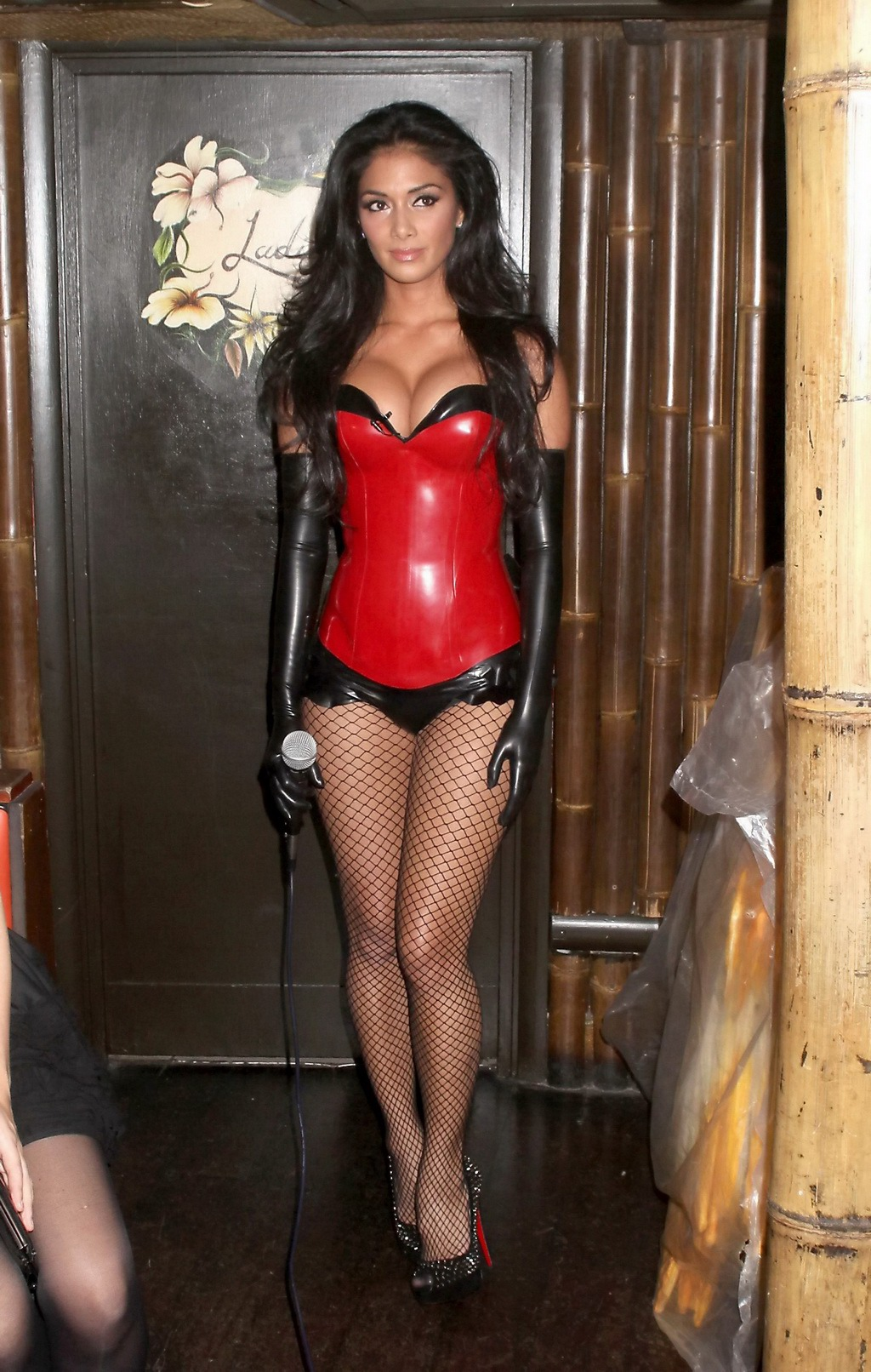 Nghe recommend Mädchen in latex